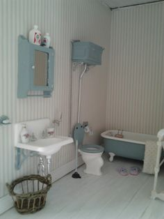 Fredericas Little WorldLOVE BLUE AND WHITE IN A BATH
