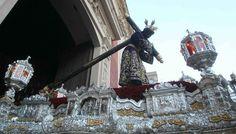 El Señor de Pasión a su salida del Salvador