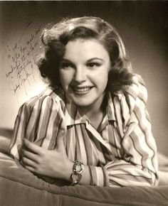 Judy Garland by Clarence Sinclair Bull, Judy Garland, Old Hollywood Stars, Hollywood Actor, Classic Hollywood, Vintage Hollywood, Hollywood Glamour, Concert Stage, American Actress, Vintage Photos