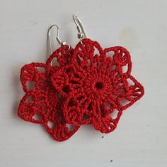 This pattern is for a pair of star crochet earrings. The finished earrings are each 2-inches in diameter.