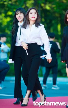 Look at smiling moonbyul
