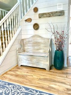 Shiplap Walls Made of Plywood