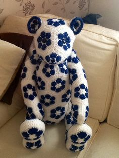 My African heidi lollo bear Lollo African flower Bear-Crochet Pattern by - Heidi Bears - ( available at , Http://heidibearscreativeblog spot.com ).