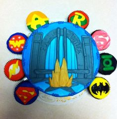 Justice league cake with cupcakes