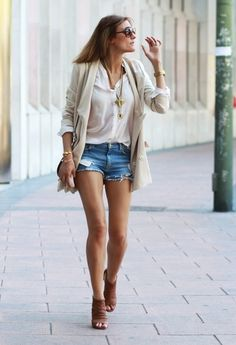 Great casual-chic outfit for lunch or small get togethers. Just change the shoes for a more casual effect, or wear a messy top knot/updo instead