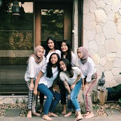 Casual Hijab Outfit, Muslim Hijab, Hijab Fashion, Ulzzang, Besties, Squad, Boy Or Girl, Best Friends, Ig Post