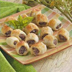 Aussie Sausage Rolls Recipe- Recipes I was born and raised in Australia, but moved to the U. when I married my husband. When I long for a taste of home, I bake up a batch of these sausage rolls and share them with neighbors or co-workers. Puff Pastry Appetizers, Appetizers For Party, Appetizer Recipes, Aussie Food, Australian Food, Australian Recipes, Food Trucks, Tucson, Good Food
