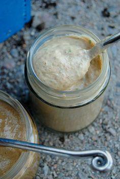Sitruunainen tahini-kookosdippi
