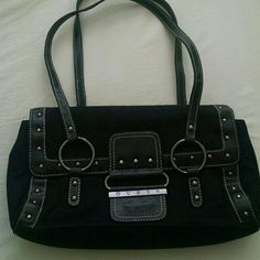 0d0d28995884 Guess handbag Cleaning out my closet. Moving out. Black handbag very good  condition.