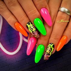These neon Mickey Mouse nails will stop traffic! Glam Nails, Cute Nails, My Nails, Mickey Mouse Nail Design, Disney Christmas Nails, Mary Janes, Mickey Mouse Nails, Minnie Mouse, Polka Dot Nails