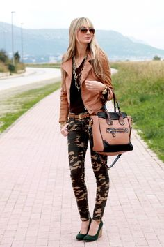Street Fashion Trends The Raw Straight Cut Jeans Camo Fashion, Military Fashion, Womens Fashion, Street Fashion, Camouflage Fashion, Coral Fashion, Military Chic, Straight Cut Jeans, Camo Pants