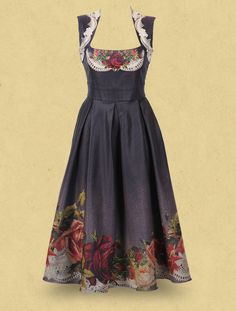 Oh my god I want it! Look at the roses! So beautiful. The style is so clasic. I just adore it.