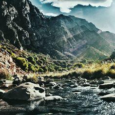 Escapar / Escape . . #vsco #vscogood #vscocam #snapseed #snapshot #snap #eyeem #igers #instamoment #hallazgosemanal #city #travel #walk #photography  #instagram  #ig_argentina #moodygrams #moodyxfujifilmx #artofvisuals #bevisuallyinspired #mg5k #argentina  #nature  #createcommune #visualambassadors #river #mountains #landscape
