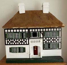 ***RARE COLLECTIBLE***- VINTAGE DOLLS HOUSE 1930 s  Triang DH10