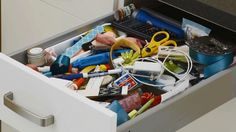 Just because a junk drawer stores a little bit of everything doesn& mean it has to be void of organization. Learn how to declutter a junk drawer with these tips and tricks. Junk Drawer Organizing, Organization Hacks, Genealogy Organization, Organizing Life, Organising, Storage Shelves, Kitchen Storage, Drawer Dividers, Desk Tray