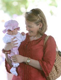 #België: Prinses Eleonore en mama Princes Mathilde.
