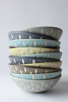 Inexpensive, elegant and versatile, pottery is a worthwhile addition to your home, and you should definitely consider getting some for your interior design project. Pottery is used to decorate diff… Pottery Bowls, Ceramic Bowls, Ceramic Pottery, Pottery Art, Modern Ceramics, Contemporary Ceramics, Japanese Ceramics, Ceramic Decor, Ceramic Art