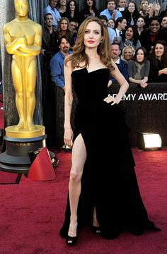 Judith Thurman on Oscar fashion (Angelina Jolie wins) and trends (red hair and sequins).