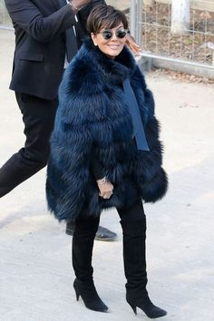 Among all the celebrities , there are a few of them that really make the difference with their style. Kris Jenner has been linked and chased by fur haters for her love for real fur. 13 of the best real fur styles from the reality star. Kris Jenner Hair, Kris Jenner Style, Kim Kardashian, Fur Fashion, Winter Fashion, Fur Cape, Winter Chic, Good Looking Women, Hair Beauty