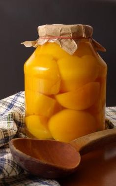 Home Canned Peaches - Grandma would get lugs of peaches for canning and pies. They always had canned fruit or a dessert with lunch and dinner. Canning Tips, Home Canning, Canning Recipes, Spiced Peaches, Canning Peaches, Fruits And Veggies, Vegetables, Smoothies, The Best