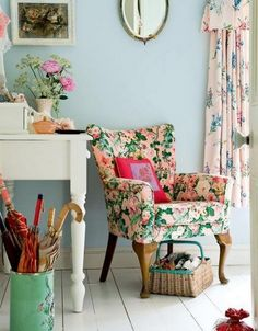 A vintage floral armchair, the ideal way to bring home a #GrannyChicDecor!