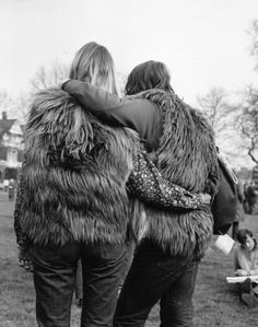 24 Fashion Photos That Will Make You Wish You Lived in the 1960s ~ Vintage Everyday Freedom Pictures, Fine Art Prints, Canvas Prints, Couple Relationship, Fashion Photo, Rock Fashion, 70s Fashion, Fashion History, Urban Fashion