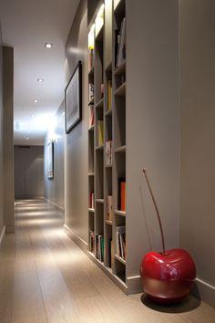Bibliothèque dans couloir