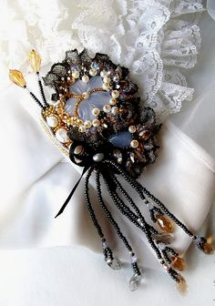 Beautiful brooches by Agija Rezcova | Beads Magic