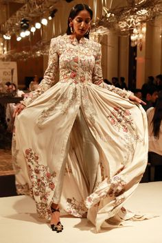 From flowers to long trailed anarkali's: Anamika Khanna's show at ICW 2016 brings romance back in a big way Pakistani Outfits, Indian Outfits, Anamika Khanna, Indian Bridal Wear, Indian Couture, Elegant Outfit, Indian Designer Wear, Bollywood Fashion, Indian Dresses