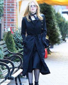 Celebrity Style | 海外セレブ最新ファッション情報 : 【エル・ファニング】首元のスカーフ使いがおしゃれ!シックなレディスタイル!