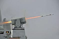USS New Orleans (LPD-18) launches RIM-116 missile 2013El RIM-116 RAM (Rolling Airframe Missile) es un pequeño SAM (Surface-Air Missile, Misil Tierra-Aire) basado en el conocido misil aire-aire Sidewinder.