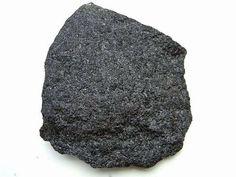 Basalto - rocha magmática extrusiva. Portal do Professor - AS ROCHAS MAGMÁTICAS EM NOSSO DIA-A-DIA