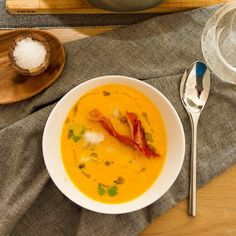 Gulrotsuppe med torsk, kokos, lime og chili Thai Red Curry, Chili, Bacon, Lime, Ethnic Recipes, Food, Limes, Chile, Essen