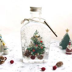 ハーバリウムボトル(スリム)*viola*|フラワー・リース|Chou Chou Reflet|ハンドメイド通販・販売のCreema Christmas Flower Decorations, Holiday Decor, Merry Christmas, Xmas, Christmas Ornaments, Diy Birthday, Birthday Gifts, Cute Diys, Botanical Art