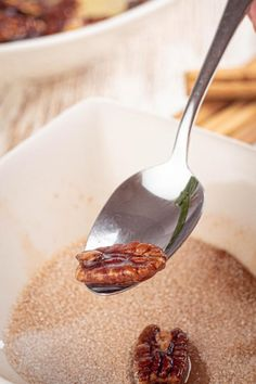 Keto pecans that are a MUST try! These keto cinnamon sugar pecans are amazing! Such a great treat on a ketogenic diet. Sugar Coated Pecans, Cinnamon Sugar Pecans, Low Carb Keto, Low Carb Recipes, Keto Fat, Cinnamon Swirl Pancakes, Fat Bombs Low Carb, Keto Snacks, Keto Desserts