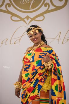 You need to See the Rich Culture of this Ghanaian Couple at their Trad Ghana Traditional Wedding, African Traditional Wedding Dress, African Fashion Traditional, Tribal Fashion, Punk Fashion, Lolita Fashion, Dress For Girl Child, Kente Dress, Ghana Wedding