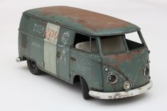 I started weathering with the wash: Front logo cut on the plotter in styrene. Painted red-brown and using sponge technique with White . Model Cars Kits, Kit Cars, Model Cars Building, Rc Rock Crawler, Day Van, Plastic Model Cars, Abandoned Cars, Vw T1, Kustom
