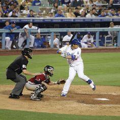 THINK BLUE: . 2013.09.11 Dodger Stadium #LAD vs #ARI  류현진의 안타 치는 장면  올해는 자주 볼 수 있겠지???... 자주 보고싶다 야구가 그리워  근데 3월인데 날씨는 왜 이래?? . #Travel #USA #California #LosAngeles #MLB #Dodgers #LosAngelesDodgers #DodgerStadium #HyunjinRyu #Ryu #99 #미국 #캘리포니아 #메이저리그 #로스앤젤레스 #다저스 #로스앤젤레스다저스 #LA다저스 #다저스타디움 #류현진 #야구 #천사의도시 #애리조나다이아몬드백스 # #911 #야구가그리워 # # by travelogs