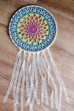 Crochet Dream Catcher | The Loopy Stitch Crochet Dreamcatcher Pattern Free, Crochet Feather, Crochet Mandala Pattern, Diy Crafts Crochet, Crochet Home, Crochet Projects, Free Crochet, Dream Catcher Patterns, Dream Catcher Crochet Pattern