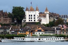 Nyon - it's castle on the lake