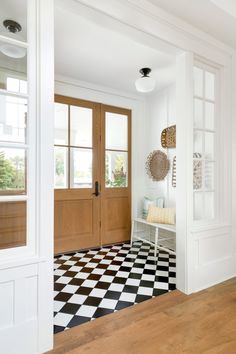 40 Gorgeous Foyer Ideas You Need to See home design, , interior design, foyer,do… - Eingang Home Design, Küchen Design, Interior Design, Interior Windows, Interior And Exterior, Black And White Tiles, Foyer Decorating, Entry Foyer, Entryway Decor