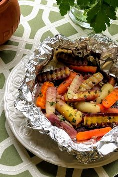Baby rainbow carrots are topped with chopped garlic and parsley, dotted with butter, and roasted in a foil packet in this really easy recipe. Easter Recipes, Brunch Recipes, Rainbow Carrot Recipes, Easter Side Dishes, Recipe Directions, Original Recipe, Healthy Recipes, Healthy Foods