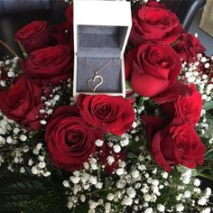 Birthday gift ideas for wife Birthday Girl Quotes, Birthday Goals, Wife Birthday, Boy Birthday Parties, My Flower, Pretty Flowers, Red Flowers, Red Roses, Foto Snap