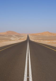 This road represents the road infront of the Wilsons in the middle of The Valley of Ashes because it is empy with no houses or people really having traffic. Beautiful Roads, Beautiful Landscapes, Beautiful Places, Road Drawing, Natur Wallpaper, Desert Road, Long Way Home, Romantic Escapes, Roadtrip