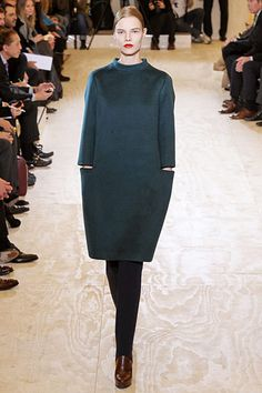 TheJil Sander Fall 2011 RTW for women exemplifies what we know best aboutJil Sander: beautiful fabrics, gorgeous colour and jaw-dropping cuts.