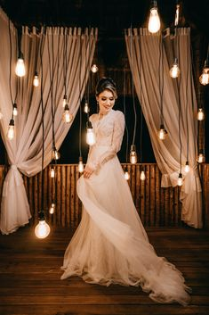 A winter wedding is so romantic. If you're planning to get married in the colder months, here are some timeless winter wedding dress trends. Antique Wedding Dresses, Wedding Dress Trends, Long Sleeve Wedding, Wedding Dress Sleeves, Bridal Shower Photography, Wedding Photography, Free Photography, Digital Photography, Bridal Gowns