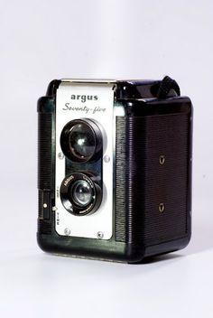 Argus Seventy Five. TLR (Reflex de Lente Gemelo o Doble). Formato 620. Completamente funcional si usan rollo 120.   $100 US