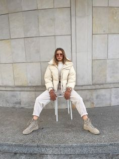 Aneta Kramarska - Creamy aesthetic Billy Fury, Walking By, Puffer Jackets, Fashion Boots, Zara, Normcore, Street Style, Monochrome, Casual