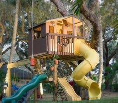 9 Best Treehouse Ideas For Kids - Cool DIY Tree House Designs<br> And theyll actually enhance your backyard. Backyard Playground, Backyard For Kids, Tree House Playground, Playground Flooring, Playground Design, Backyard Projects, Cubby Houses, Play Houses, Kid Tree Houses