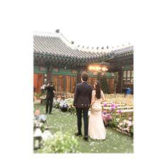. 비주얼 �� 예쁜마음도 ���� #세젤예 #세젤멋 두분 결혼축하드려요~�� . #wedding #weddingday #weddingseason #weddingdress #weddingphoto #weddingflowers #weddinghair #bride #bridal #hair #dress #photo #flowers #웨딩 #본식 #2부 #헤어변형 #내추럴웨이브 #신라호텔 #신라 #영빈관 #야외예식 #라씨엘 #소유브라이덜 #오중석스튜디오 #김청경헤어페이스 #김청경 #하나부원장 http://gelinshop.com/ipost/1524617733516316960/?code=BUoh8A4gFEg